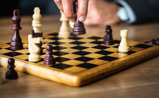 Webdesign Aufträge finden ist wie das Schachspiel hier: Ein ständiger Kampf